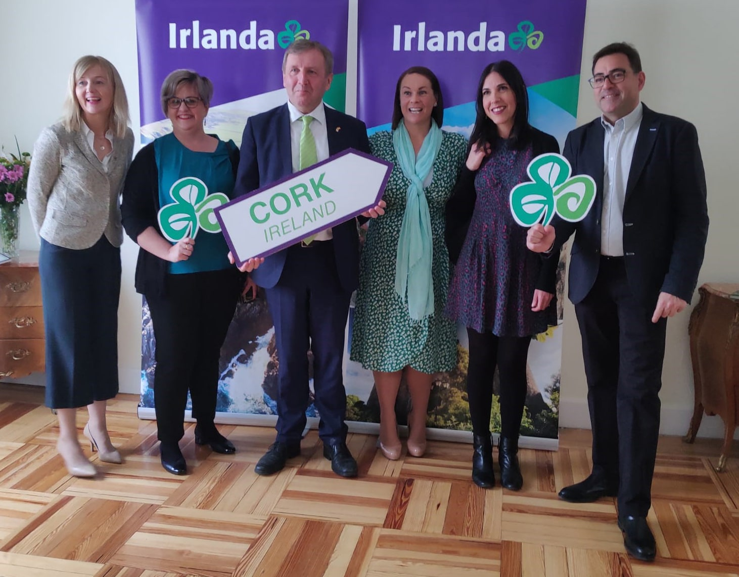 Minister Michael Creed lends a hand to boost tourism from Spain